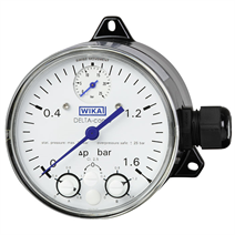 Differential pressure gauge with micro switches